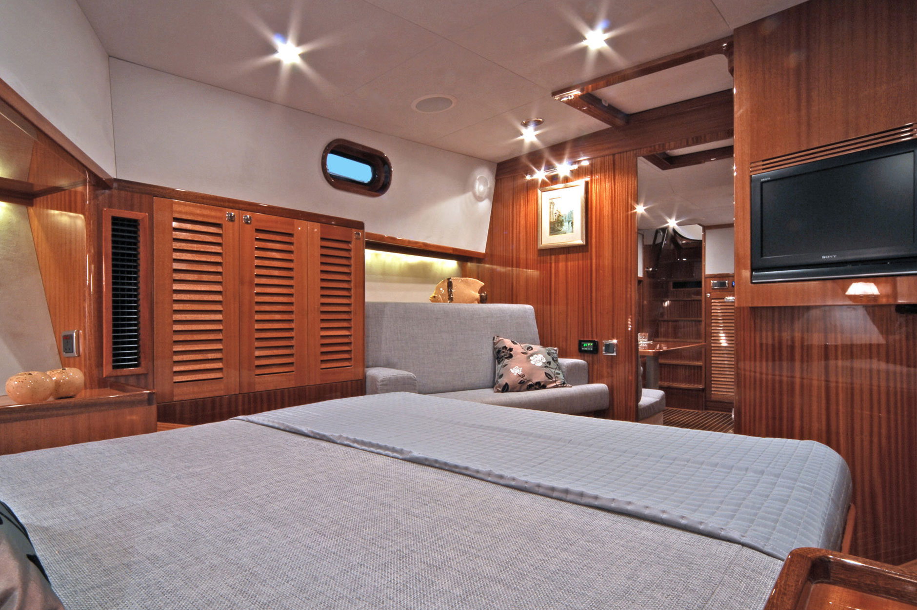Elegant, yet practical owner's cabin to relax and take a nap on the VIP Soc Docksta,